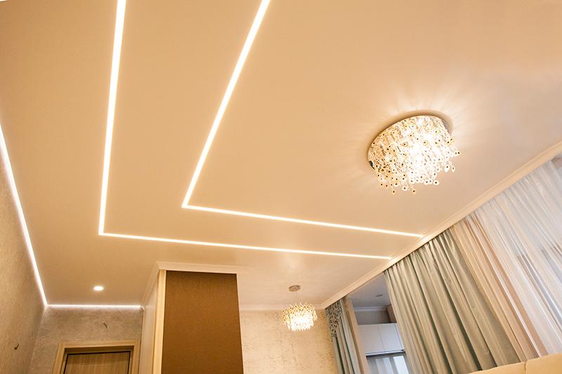 Натяжные потолки со световыми линиями 3